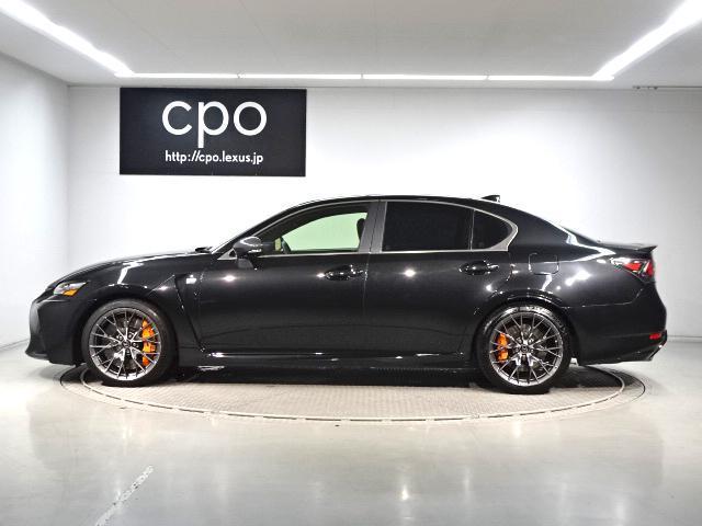 F専用オレンジブレーキキャリパーがブラックの外装色に映えます。