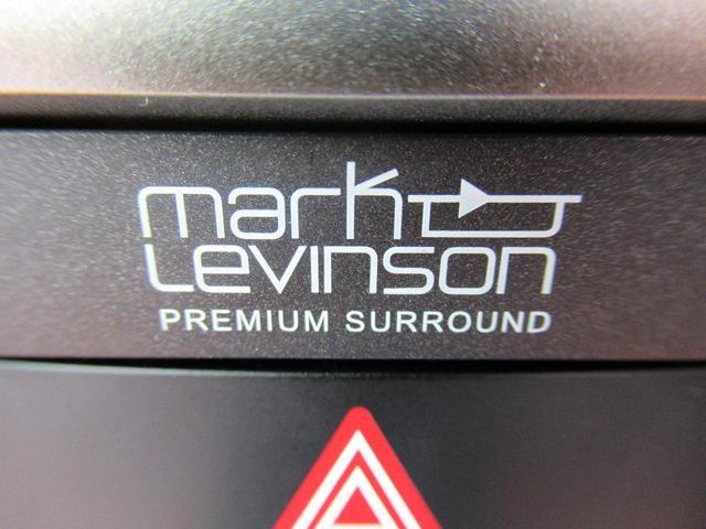 マークレビンソンサラウンドサウンドシステムを装備し、サーキット走行からの帰宅時にも心地よい音楽に包まれながら。また大切な人との素敵な時間も更に心に残る特別な空間へと誘います。