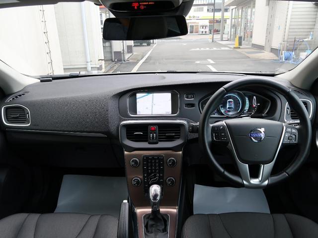 外装、内装ともに状態良好なV40クロスカントリーT5AWDのご紹介です!禁煙車でとても大切に使用されていたことが分かるお車です。是非、状態の良さを店頭でご確認くださいませ。