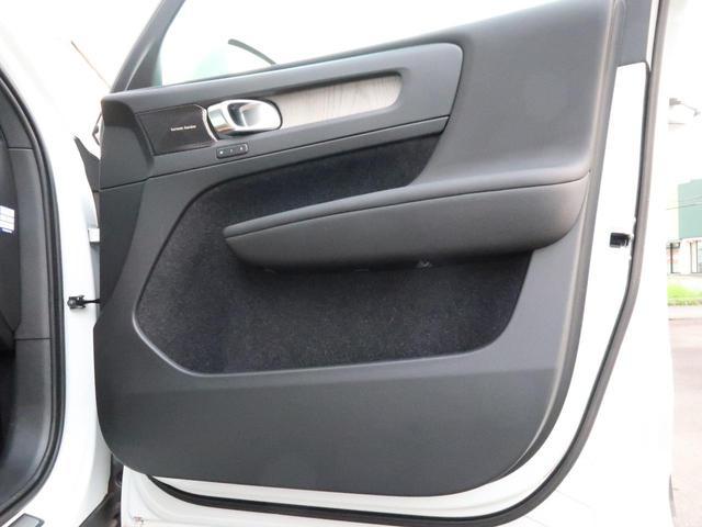 T4 AWD インスクリプション 認定中古車 アンバーレザーシート harman/kardon 9インチ純正ナビ 360°ビュー ステアリング&シートヒーター パイロットアシスト 純正19インチアルミホイール クリスタルシフトノブ(30枚目)