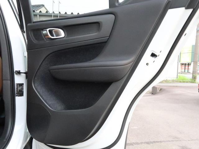 T4 AWD インスクリプション 認定中古車 アンバーレザーシート harman/kardon 9インチ純正ナビ 360°ビュー ステアリング&シートヒーター パイロットアシスト 純正19インチアルミホイール クリスタルシフトノブ(31枚目)