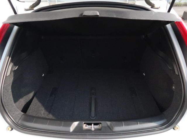 D4 インスクリプション 認定中古車 ワンオーナー 禁煙車 インテリセーフ 黒革シート メモリー機能付きパワーシート シートヒーター HARMAN/KARDON 純正HDDナビ 純正17インチAW パドルシフト ETC2.0(13枚目)