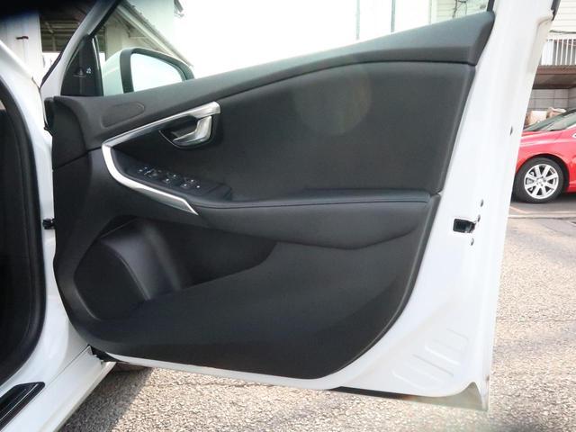 D4 インスクリプション 認定中古車 ワンオーナー 禁煙車 インテリセーフ 黒革シート メモリー機能付きパワーシート シートヒーター HARMAN/KARDON 純正HDDナビ 純正17インチAW パドルシフト ETC2.0(44枚目)