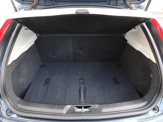 クロスカントリー T5 AWD モメンタム 認定中古車 ワンオーナー 禁煙車 純正HDDナビTV バックカメラ シティウィーブシート アダプティブクルーズコントロール インテリセーフ LEDヘッドライト パワーシート 純正18インチAW(13枚目)