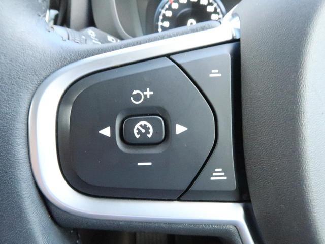 D4 AWD モーメンタム 認定中古車 ワンオーナー 禁煙車 アンバー本革シート インテリセーフ 9インチ純正ナビTV 360°ビューカメラ シートヒーター メモリ機能付パワーシート ETC2.0 LEDヘッドライト(5枚目)