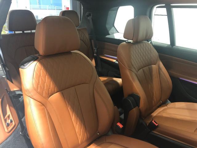 M50i サンルーフ 弊社デモカー 禁煙車 6人乗 リアシートディスプレイ ブラウンレザーシート フルセグTV 21インチAW エアサスペンション ハーマンカードンスピーカー ステアリングヒーター(14枚目)