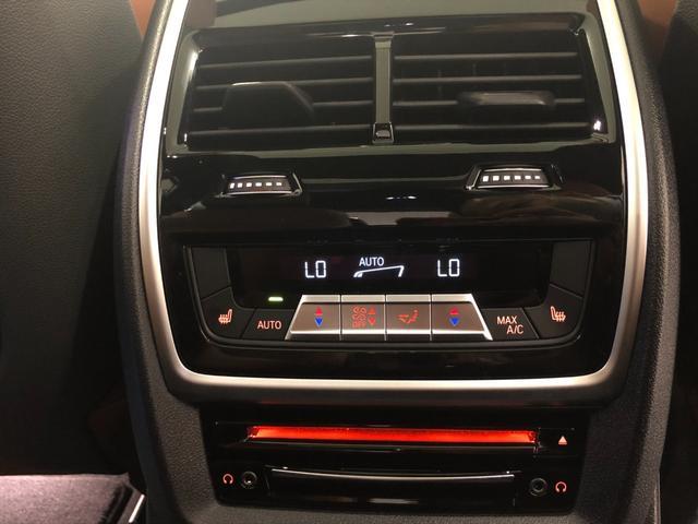 M50i サンルーフ 弊社デモカー 禁煙車 6人乗 リアシートディスプレイ ブラウンレザーシート フルセグTV 21インチAW エアサスペンション ハーマンカードンスピーカー ステアリングヒーター(39枚目)