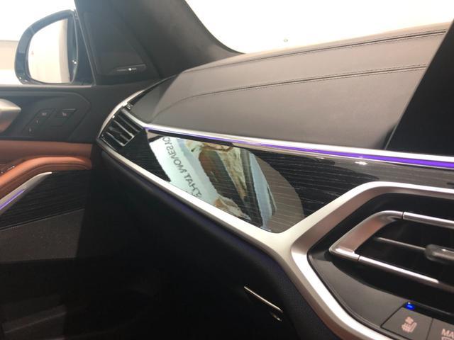 M50i サンルーフ 弊社デモカー 禁煙車 6人乗 リアシートディスプレイ ブラウンレザーシート フルセグTV 21インチAW エアサスペンション ハーマンカードンスピーカー ステアリングヒーター(42枚目)