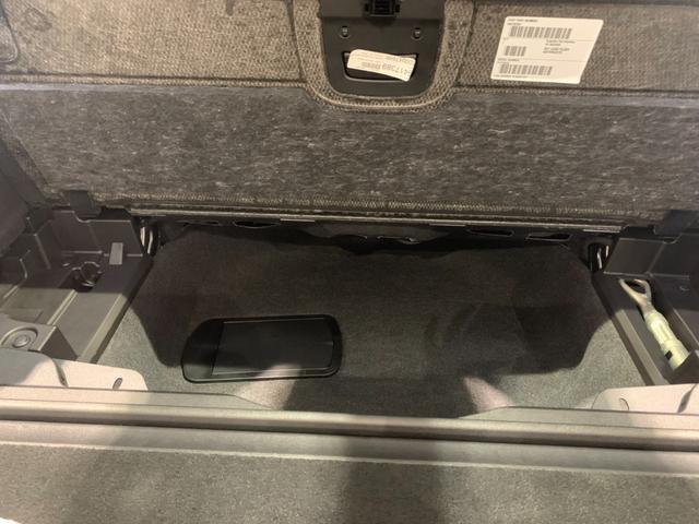 M50i サンルーフ 弊社デモカー 禁煙車 6人乗 リアシートディスプレイ ブラウンレザーシート フルセグTV 21インチAW エアサスペンション ハーマンカードンスピーカー ステアリングヒーター(52枚目)