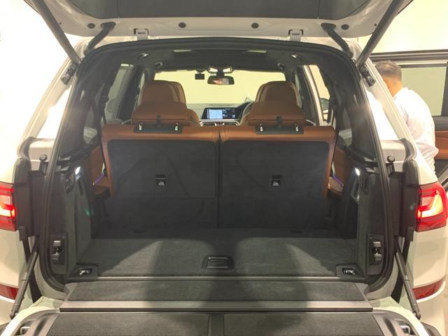 M50i サンルーフ 弊社デモカー 禁煙車 6人乗 リアシートディスプレイ ブラウンレザーシート フルセグTV 21インチAW エアサスペンション ハーマンカードンスピーカー ステアリングヒーター(64枚目)