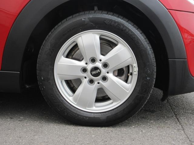 15インチアルミホイール!デザインも人気のホイールです!当然ですが、タイヤの山も十分ございます!