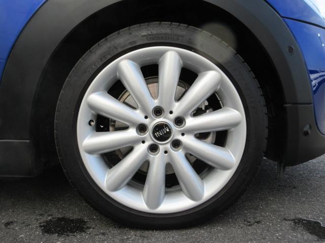 17インチアルミホイール!デザインも人気のホイールです!当然ですが、タイヤの山も十分ございます!