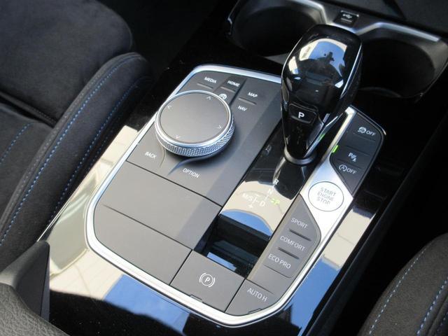 M135i xDrive パノラマガラスサンルーフ HIFIスピーカー アクティブクルーズコントロール レーンチェンジウォーニング ドライビングアシスト シートヒーター HDDナビゲーション リアビューカメラ 禁煙車(23枚目)
