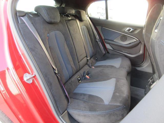 M135i xDrive パノラマガラスサンルーフ HIFIスピーカー アクティブクルーズコントロール レーンチェンジウォーニング ドライビングアシスト シートヒーター HDDナビゲーション リアビューカメラ 禁煙車(28枚目)
