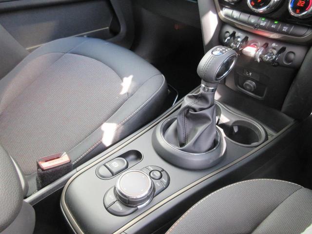 クーパーD クロスオーバー ペッパーパッケージ LEDヘッドライト 17インチアルミ ドライバーアシスト アクティブクルーズコントロール タッチパネルHDDナビゲーション リアビューカメラ Bluetooth ETC 禁煙車(21枚目)