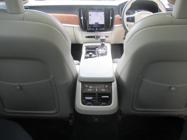 ボルボ ボルボ V90 T6 AWDインスクリプション 元試乗車 パノラマサンルーフ