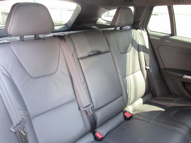ボルボ ボルボ V60 D4 Rデザイン ワンオーナー セーフティパッケージ AUX