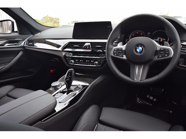 BMW BMW 523i Mスポーツ 黒革 ACC 衝突軽減 LEDライト