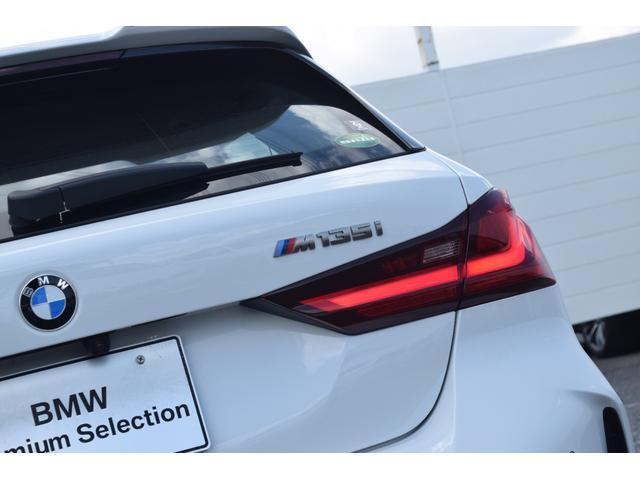 M135i xDrive 元弊社試乗車 純正ナビ ミラーETC 被害軽減ブレーキ 車線逸脱・変更警告 シートヒーター 電動シート ACC バックカメラ 前後障害物センサー コンフォートA 電動トランクゲート LEDヘッドライト(10枚目)