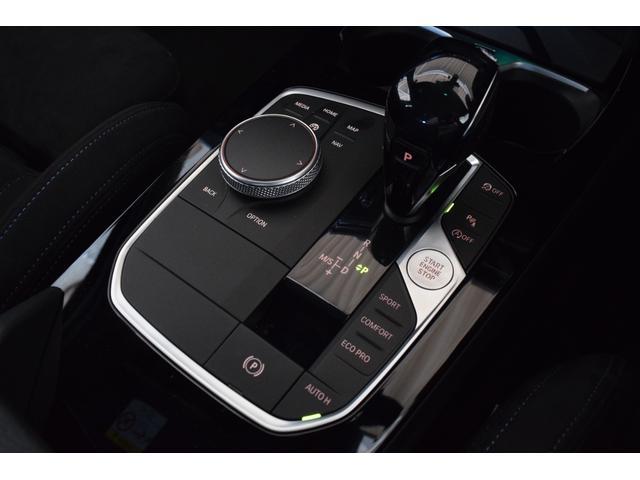 M135i xDrive 元弊社試乗車 純正ナビ ミラーETC 被害軽減ブレーキ 車線逸脱・変更警告 シートヒーター 電動シート ACC バックカメラ 前後障害物センサー コンフォートA 電動トランクゲート LEDヘッドライト(19枚目)
