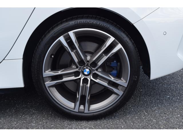M135i xDrive 元弊社試乗車 純正ナビ ミラーETC 被害軽減ブレーキ 車線逸脱・変更警告 シートヒーター 電動シート ACC バックカメラ 前後障害物センサー コンフォートA 電動トランクゲート LEDヘッドライト(33枚目)