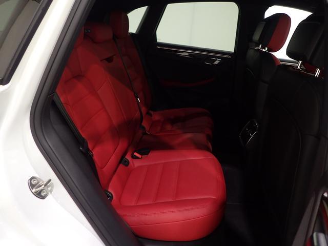 マカンGTSスポーツエグ赤革電熱席ウッドパネルPガラス(17枚目)