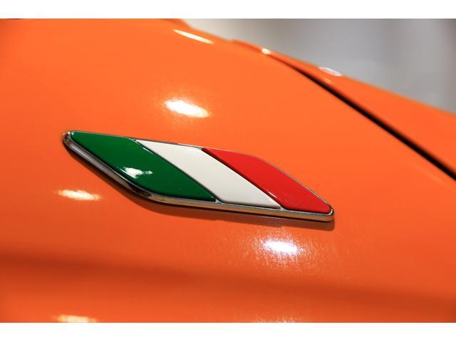 そして人気ナンバー1オプション!イタリアンバッジです!!これがあると一気に車の雰囲気が変わります☆これはFIATのマストアイテムですね!(フェンダー両側に装備していますよ)