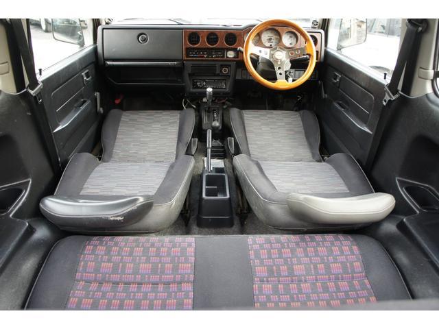 ■内装■ ルーフライニングに汚れがあります。運転席シートもダメージがあります。それ以外はきれいな状態です。