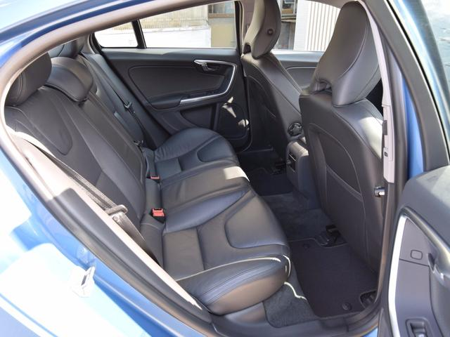 ボルボ ボルボ S60 T4 SE 黒本革シート パドルシフト オートライト