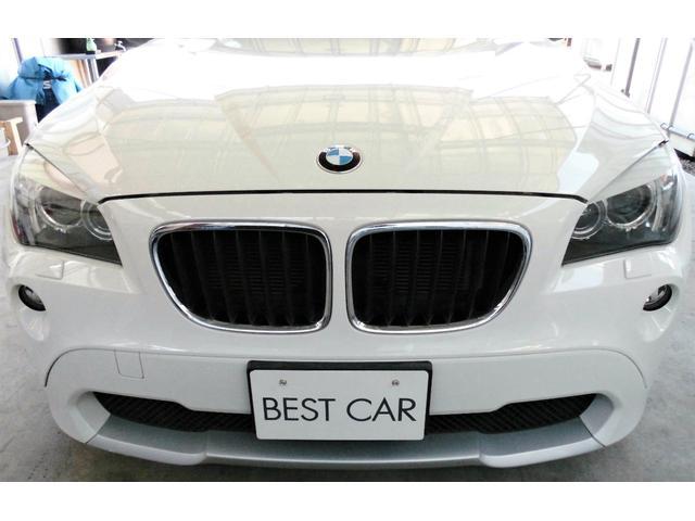 BMW X1ならではのフロントマスクはシンプルかつお洒落でスポーツ感も御座います。