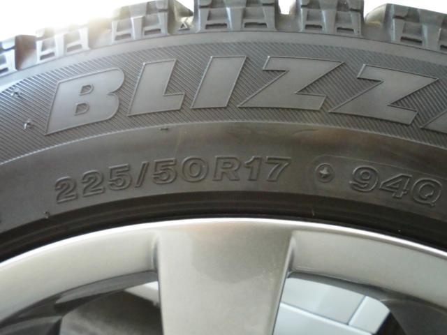スタッドレスタイヤはブリザック2017年制です。【山:約7分山、ひび割れ無し、状態良好】