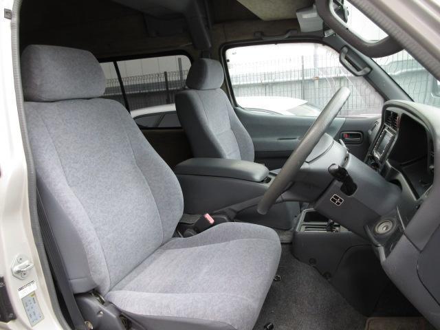 フィット感の良いシートは座り心地良く長距離のドライブでも疲れを感じさせません。