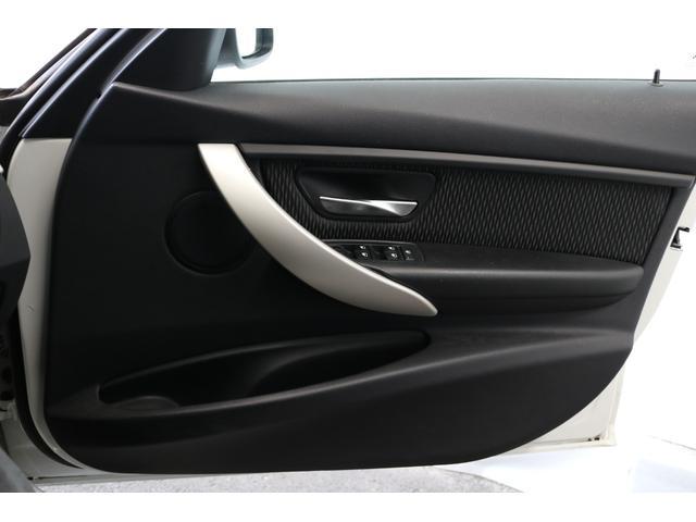 320d 電動シート ディーゼル バックカメラ 純正16インチホイール 純正ナビ ETC 認定中古車(20枚目)