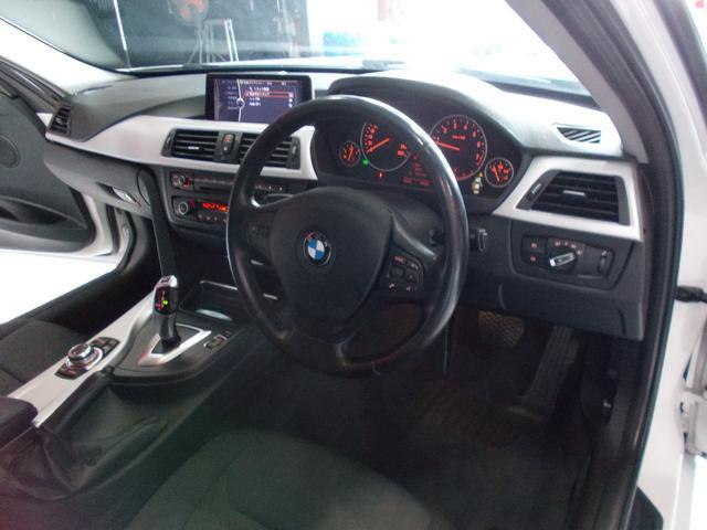 320i 2012年後期モデル ディーラー車 キセノンヘッドライト プッシュスタート 純正16インチ タイヤ8分山 純正HDDナビ 地デジフルセグテレビ バックカメラ CD録音 DVD再生 ブルートゥース(10枚目)