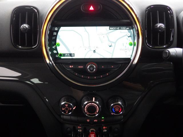 センターコンソールはドライバー優先設計なので、少し運転席側に傾いています。