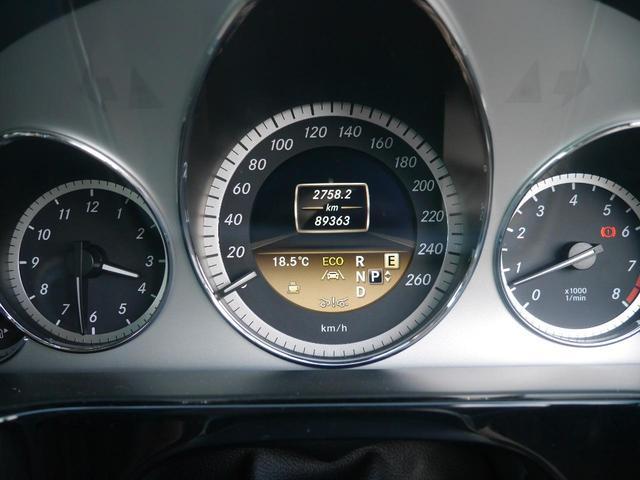 綺麗なエンジンルームです。エンジンは高回転までしっかりと回り、アイドリングも一定しており非常に良好です。輸入車専用コンピューターも完備しておりますのでアフターメンテナンスもお任せ下さい。