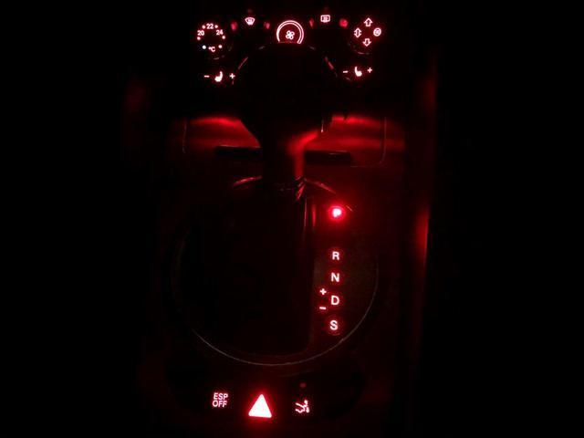 2.0TFSI 走行7.4万・記録簿・取り扱い説明書・禁煙・純正HDDナビ・CD・DVD・本革シート・ETC・パドルシフト装備・キセノンヘッドライト・ヘッドライトウオッシャー付・格納リアウイング・純正17インチアルミ(63枚目)
