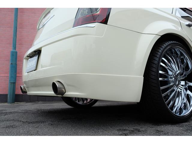 5.7HEMI 08後期モデル GIMMICモディファイキット フロントバンパーエアロ サイドステップ リアアンダーエアロ トランクスポイラー 24インチホイール GIMMICデュアルマフラー ブラックレザーシート(23枚目)
