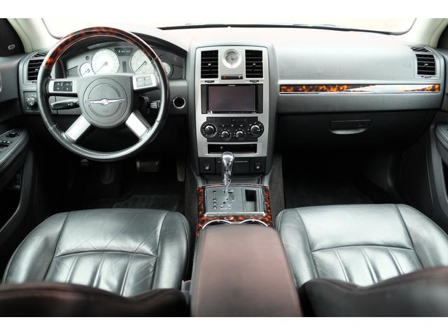 5.7HEMI 08後期モデル GIMMICモディファイキット フロントバンパーエアロ サイドステップ リアアンダーエアロ トランクスポイラー 24インチホイール GIMMICデュアルマフラー ブラックレザーシート(39枚目)