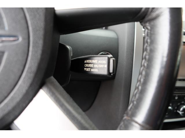 5.7HEMI 08後期モデル GIMMICモディファイキット フロントバンパーエアロ サイドステップ リアアンダーエアロ トランクスポイラー 24インチホイール GIMMICデュアルマフラー ブラックレザーシート(52枚目)