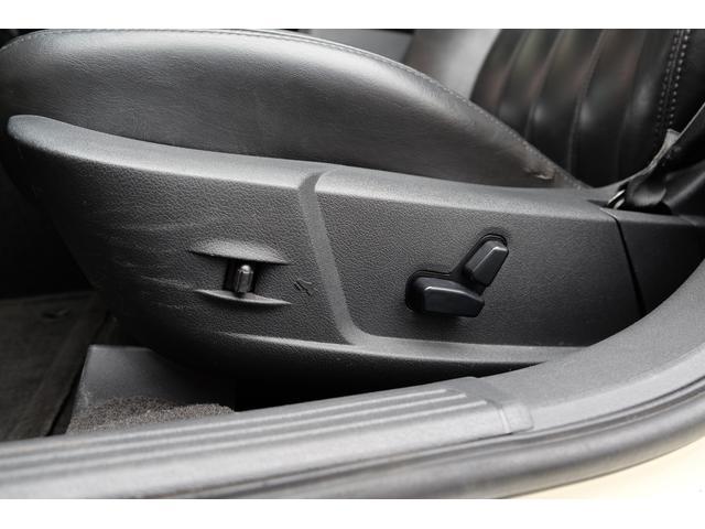 5.7HEMI 08後期モデル GIMMICモディファイキット フロントバンパーエアロ サイドステップ リアアンダーエアロ トランクスポイラー 24インチホイール GIMMICデュアルマフラー ブラックレザーシート(60枚目)