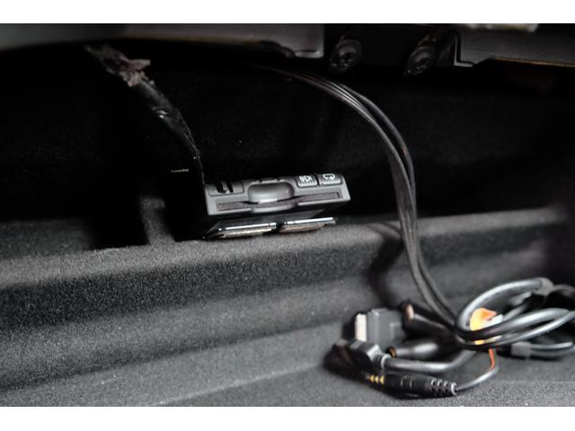 5.7HEMI 08後期モデル GIMMICモディファイキット フロントバンパーエアロ サイドステップ リアアンダーエアロ トランクスポイラー 24インチホイール GIMMICデュアルマフラー ブラックレザーシート(64枚目)