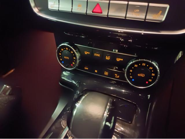 G350 ブルーテック ラグジュアリーパッケージ G63仕様バンパー ワイドフェンダー パナメリカーナタイプグリル 6×6スタイルフロントルーフスポイラー LEXANI24AW ラゲッジボード HDDナビTV ブラックレザー(12枚目)