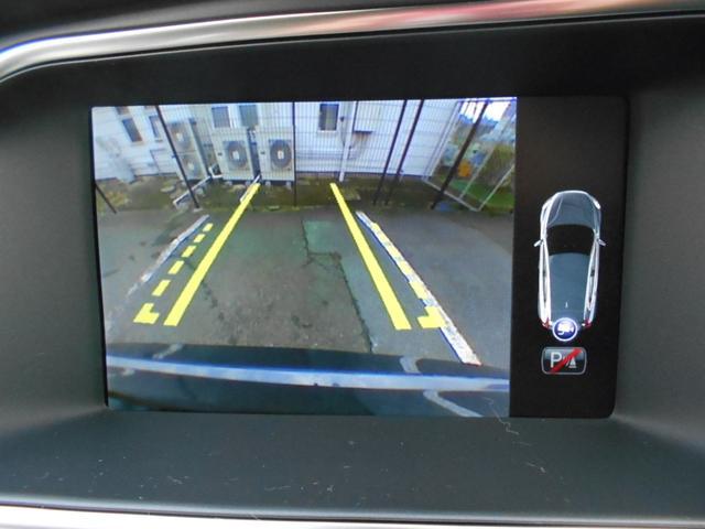 リアビューカメラで後方の安全も確保。リアセンサーと連動していてより正確に案内します。