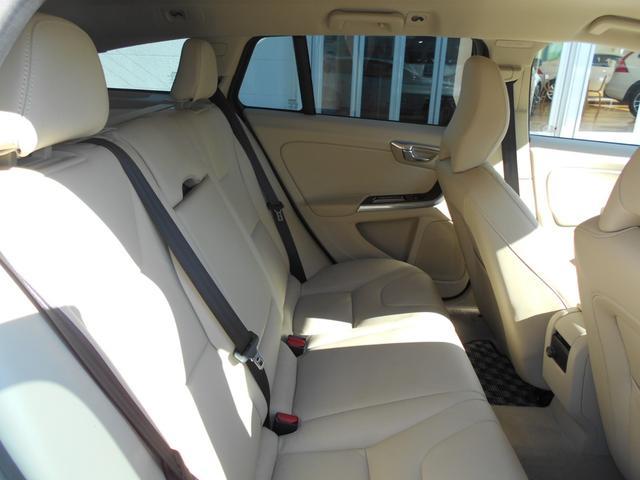 ボルボ ボルボ V60 クロスカントリー D4 SE