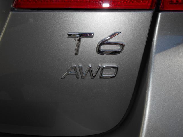 T6とAWDのエンブレム。