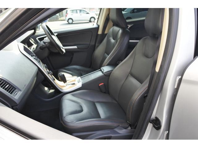 ボルボ ボルボ XC60 T6 AWD SE 純正ナビ レザーシート