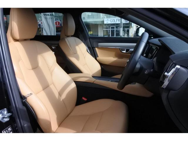 本革シートは、座り心地がよくしっかりと身体をホールドしてくれます。パワーシートとシートヒーターが付いているので、快適なドライブをお楽しみいただけます。