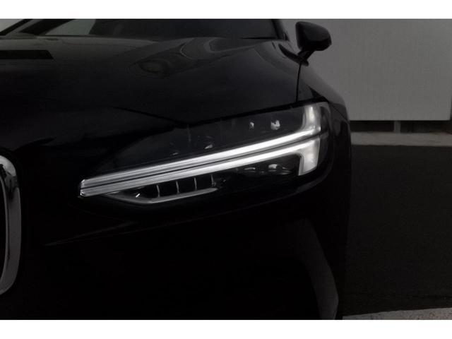 ヘッドライトにはフルアクティブ・ヘッドライトが付いています。ハイビームのON/OFFを自動的に行なってくれます。