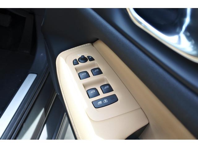 クロスカントリー T5 AWD プロ キャメルナッパレザーシート シートヒーター シートクーラー マッサージ チルトアップ機構付パノラマガラスサンルーフ 9インチSENSUSナビ 安全支援機能 運転支援機能(25枚目)